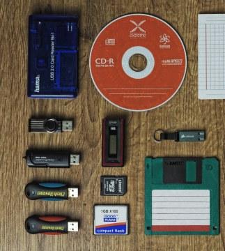 USB STIKOVI, CD/DVD, MEMORIJSKE KARTICE